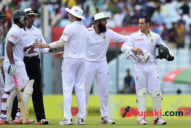 South Africa de Kock fined for barging into Tamim