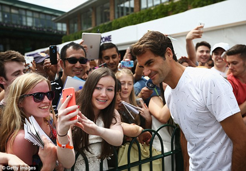 Roger Federer joins the all-white dress code row at Wimbledon 2015
