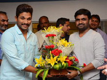 Allu Arjun at Maruthi Birthday Celebrations Photos (PHOTOS)