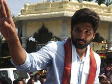 Allu Arjun Visits Simhachalam Temple Photos