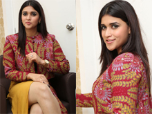 Mannara Chopra launches Natural Salon Photos