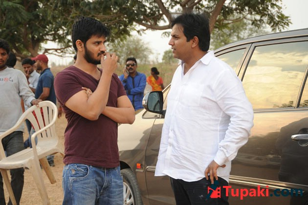 Nikhil Keshava Working Stills