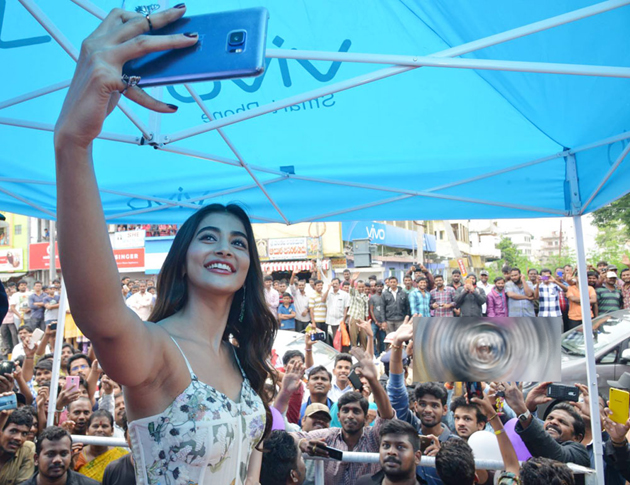 Pooja Hegde Selfie With Fans in Vijayawada
