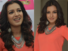 Catherine Tresa Launches B New Mobile Store at Kurnool Photos