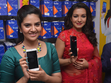 Sreemukhi and Catherine Launches B New Mobile Store Photos