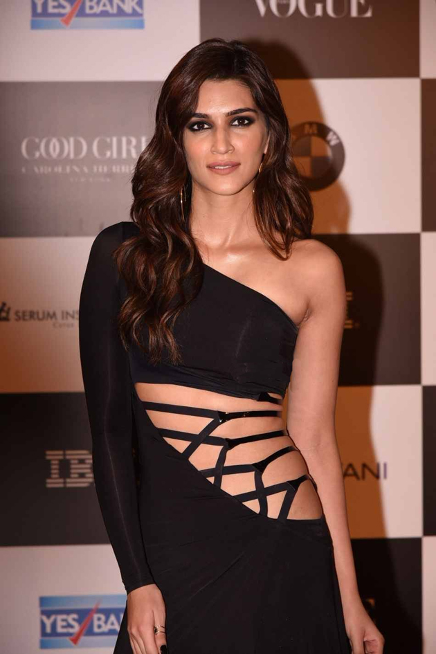 Kriti Sanon At Vogue Women Of the year Awards 2017