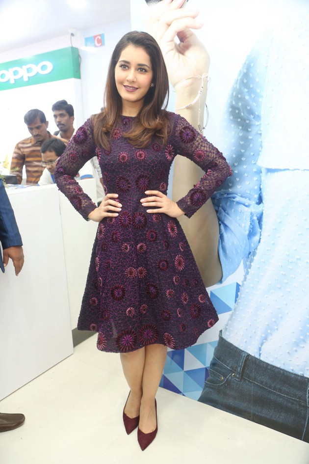 Raashi Khanna Launches Big C Mobile Store at Kukatpally Photos