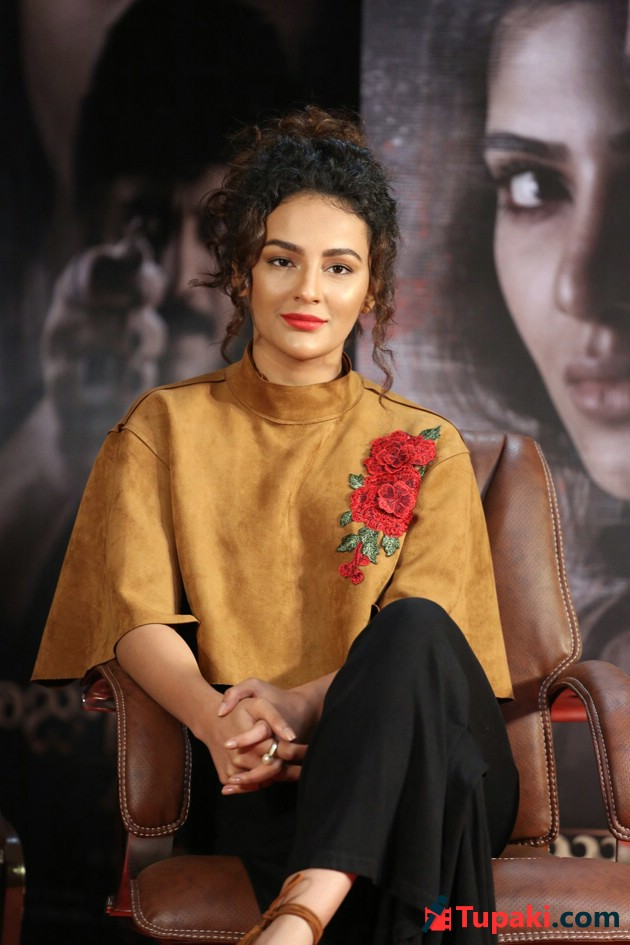Seerat Kapoor At Raju Gari Gadhi 2 Press Meet Photos