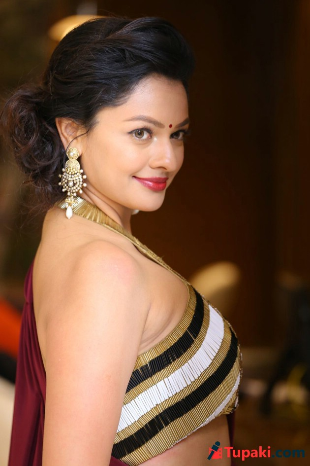 pooja kumar new photos photogallery page 1