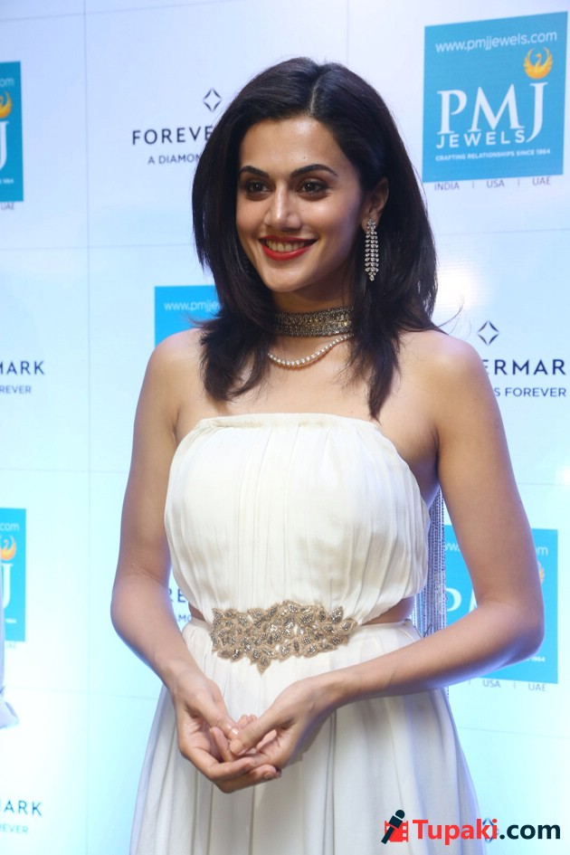 Taapsee Pannu Launches Forevermark Diamond Collection at PMJ Jewels Photos