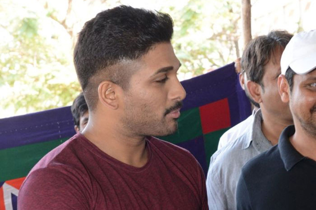 Allu arjun refuse to reveal his look during naa peru surya press meet stylish star allu arjun is presently busy shooting for his upcoming film naa peru surya as the movie is slated for summer release the team is planning altavistaventures Images