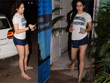 Sara Ali Khan Spotted At Yoga Class Bandra Photos