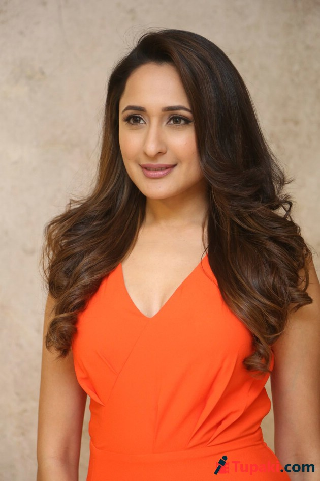 Actress Pragya Jaiswal Latest Photos