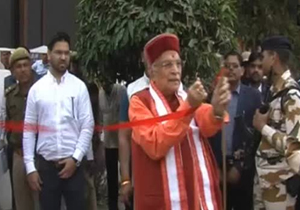 Murli Manohar Joshi Serious on Officials at Solar Panel Launch in Kanpur