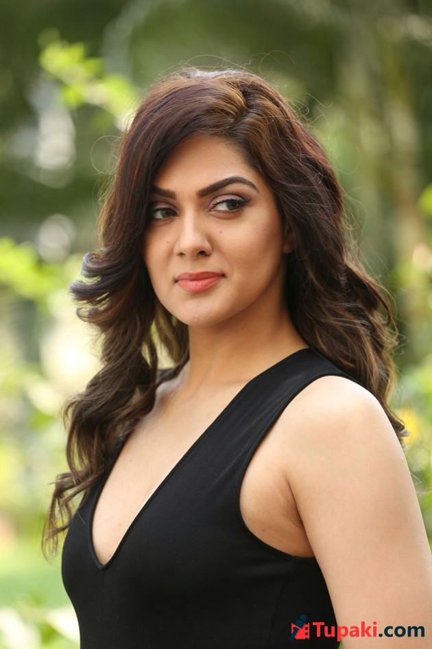 Sakshi Chowdary New Pics