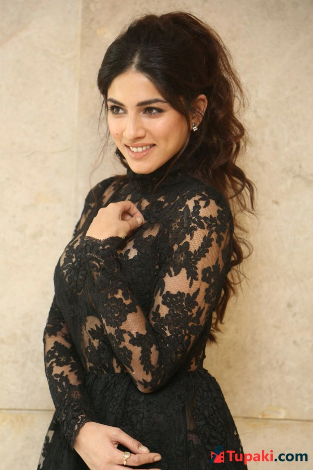 Sapna Pabbi Photos