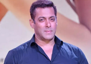 A woman who claims to be Salman Khan wife tries to break into his apartment