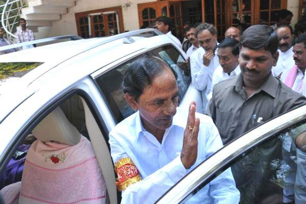 Why TRS supreme KCR stubborn in moving to Delhi?