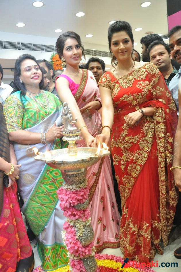 Raashi and Mehrene Launches KLM Fashion Mall at Nellore Photos