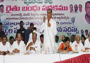 Harish calls for efficient distribution of Rythu Bandhu cheques