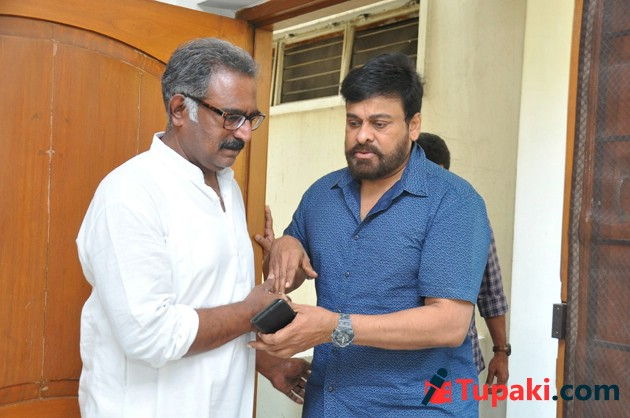 Chiranjeevi Visited Actor Banerjee House
