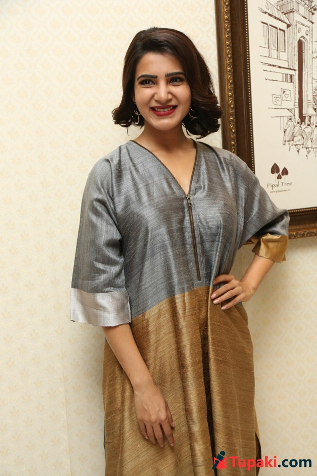 Samantha At Abhimanyudu Press Meet Photos