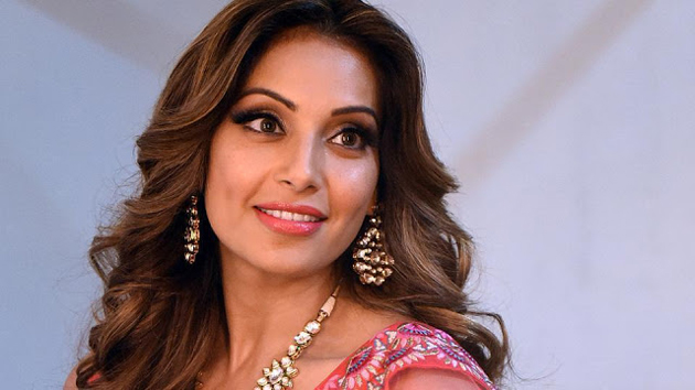 bipasha-basu-hospitalised-due-to-respiratory-probl