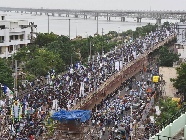 Jagan Pada Yatra in Rajahmundry Bridge photos