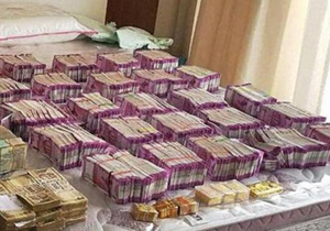 215 crores worth Gold And Money Seized In Tamilanadu Contractor house