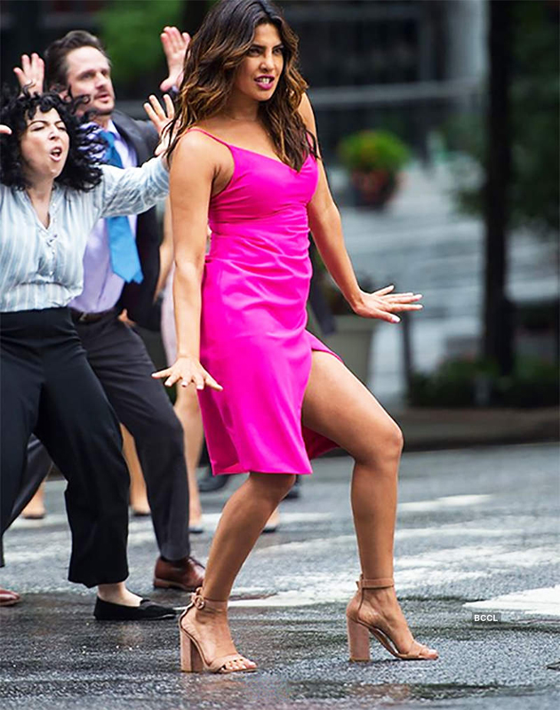 Priyanka Chopra And Nick Jonas Dance At new York Streets Photos