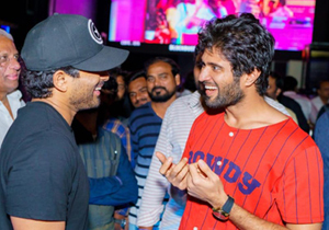Allu Arjun Congratulate Geetha Govindam Team Photos
