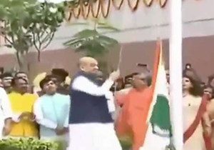 Amit Shah dropped the National Flag while hoisting at BJP HQ