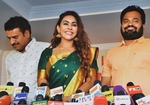 Sri Reddy To Act In Her Biopic Reddy Diary