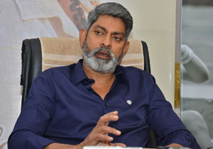 Jagapathi Babu Praises NTR For Aravinda Sametha Movie