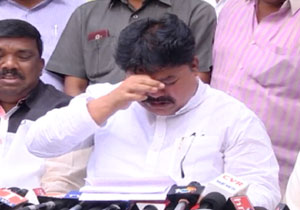 TRS MLC Ramulu Naik Cries Over Party Suspension