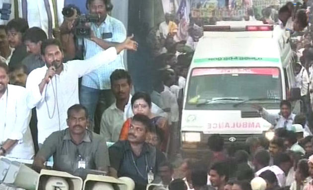 YS Jagan Requests Way for 108 Ambulance as Pregnant Woman is Moving