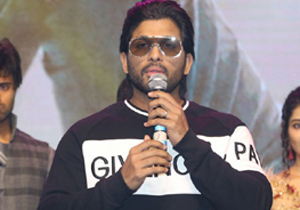 Allu Arjun Wishes to Ram Charan and NTR For #RRR