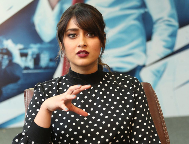 Ileana Explains on about Trivikram Sugestions Over Bollywood Offers