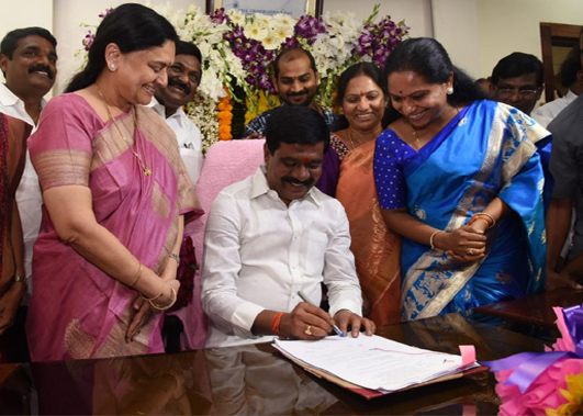 Vemula Prashanth Reddy take charge at Telangana Secretariat