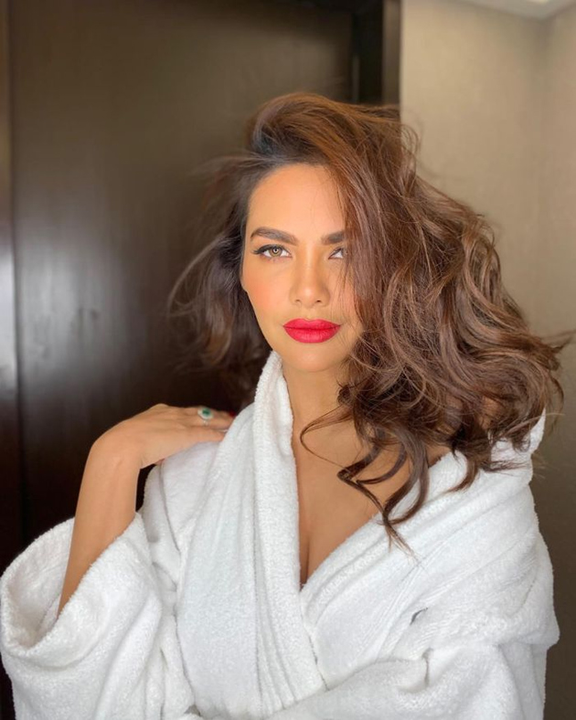 Esha Gupta Latest Pics