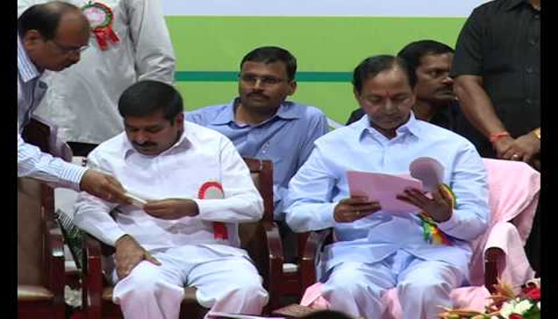KCR Discuss with Jagadeeshwar Reddy over Inter Students Suicides