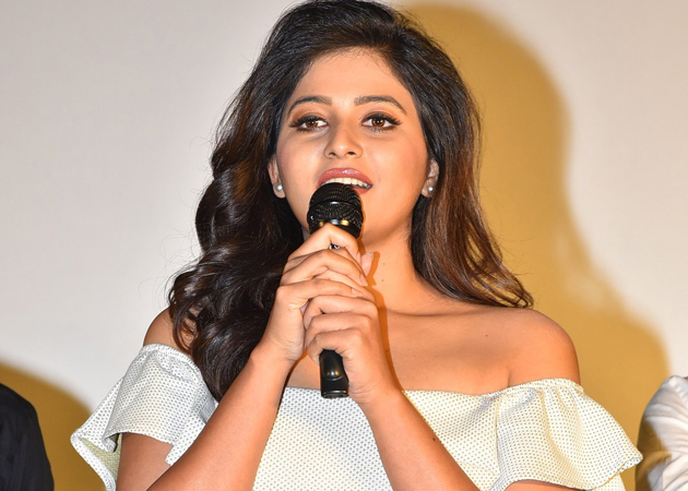Anjali Gives Clarity about Rumours