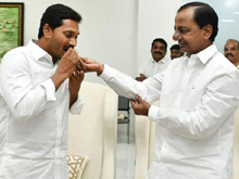 YS Jagan Meets KCR In Pragathi Bhavan Photos