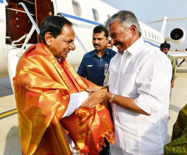 Grand Welcome for KCR In Tirupathi Photos