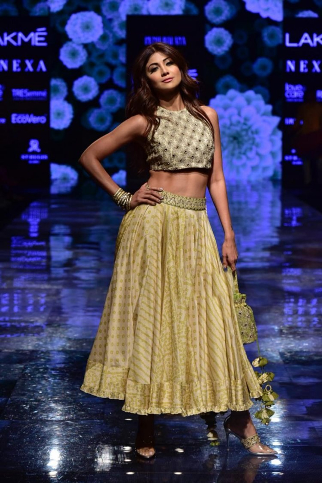 Shilpa Shetty Walks The Ramp at Lakme Fashion Week Photos