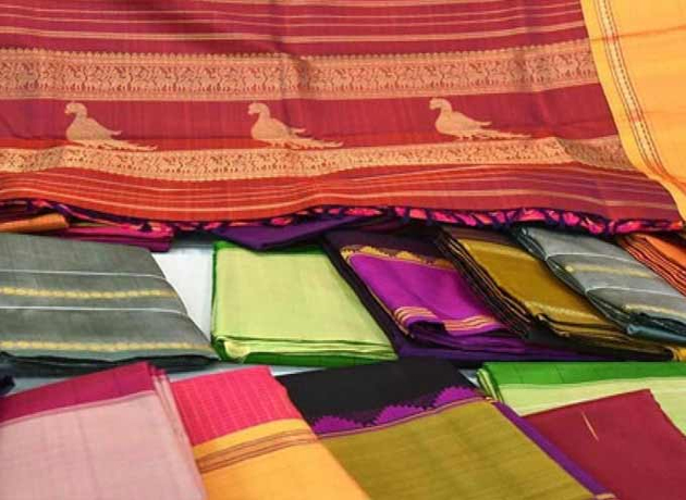 Bathukamma Sarees Distribution Stopped In Suryapet District Due To Huzur Nagar By Election