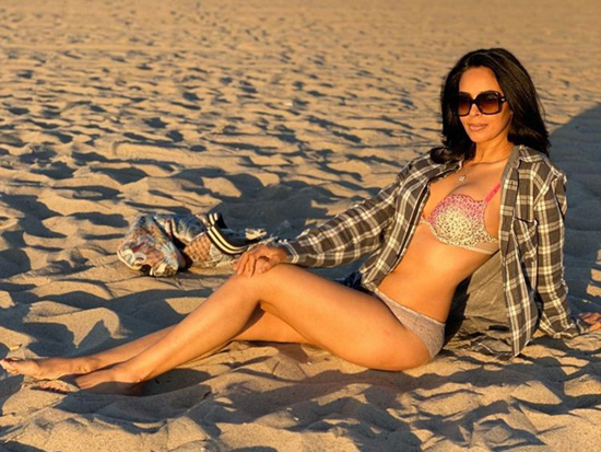 Mallika Sherawat Mesmerizing Photos