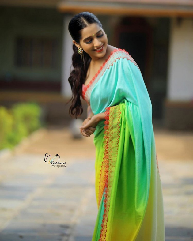 Rashmi Gautam In Saree Photos
