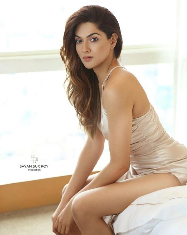 Sakshi Chaudhary Charming Pictures