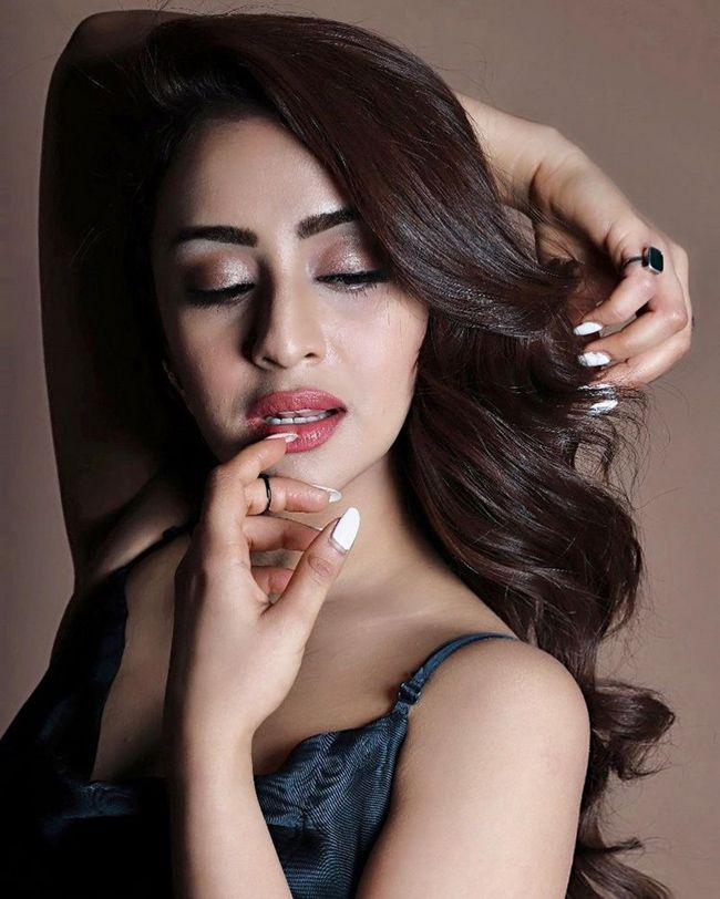 Mesmerizing Beauty Musskan Sethi Photoshoot Looks